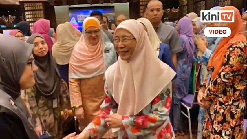 Airmata iringi hari terakhir Wan Azizah di Putrajaya