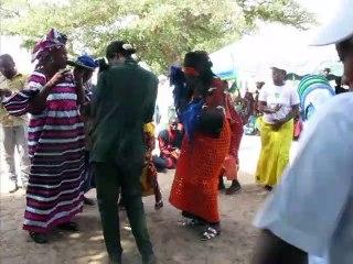 Accueil au rythme des djembés et des chants de femmes