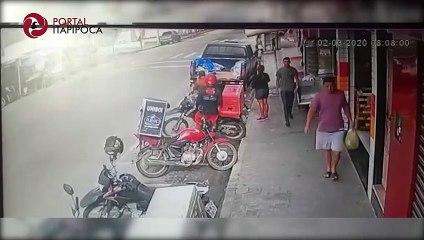 Câmera de segurança flagra acidente na Avenida Anastácio Braga, em Itapipoca