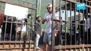 Ranveer Singh pose for the shutterbugs with cricket bat