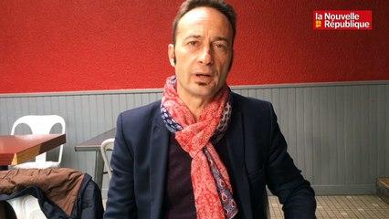 """VIDEO. Tours : cinq questions à Claude Bourdin, tête de liste """"C'est au Tours du peuple"""""""