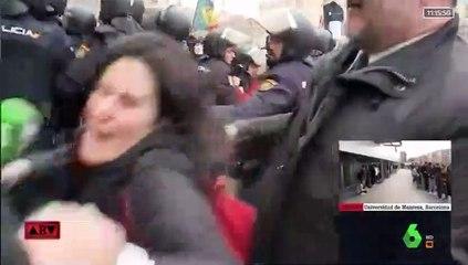 María Llapart, fuera de sí en la manifestación por la equiparación salarial