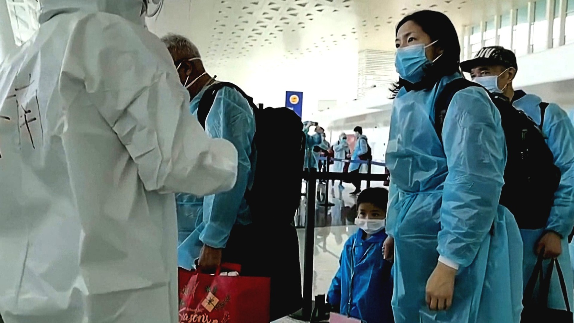 Coronavirus in China: Reported cases continue to fall