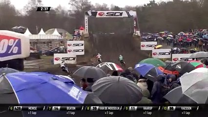 Jago Geerts passes Tom Vialle - MX2 Race 1 - MXGP of the Netherlands 2020