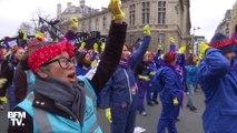 """8 mars: déguisées en """"Rosie la riveteuse"""", elles dansent avant la manifestation sur le son de l'hymne des femmes"""