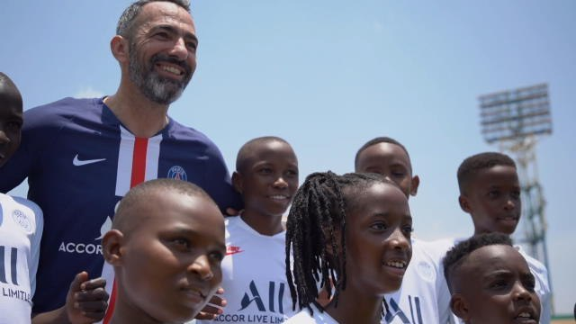 PSG - Youri Djorkaeff en immersion au Rwanda
