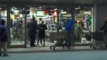 Coronavirus: après l'annonce de confinement de l'Italie, les supermarchés pris d'assaut à Rome