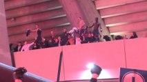 Les joueurs fêtent la victoire avec les supporters - Foot - C1 - PSG