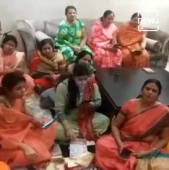 This Video of Women Singing 'Corona Bhaag Ja' Will Leave You In Splits