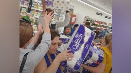 Paniekerige shoppers in Australië worden gek omwille van wc-papier