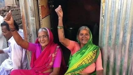 Dwarkabai raising slogans 'Ladenge Jeetenge'