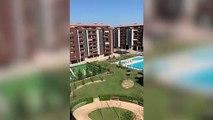 El himno de España ya suena en los balcones de Madrid en pleno confinamiento por el coronavirus