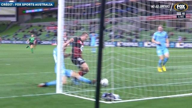 Le retour défensif incroyable d'un défenseur en Australie