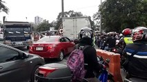Chaotic scenes at coronavirus checkpoint in Manila