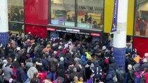 Coronavirus: une centaine de personnes se pressent devant un supermarché en Seine-Saint-Denis