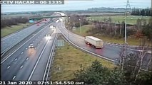 Ce chauffeur de camion a rejoint l'autoroute d'une façon très dangereuse