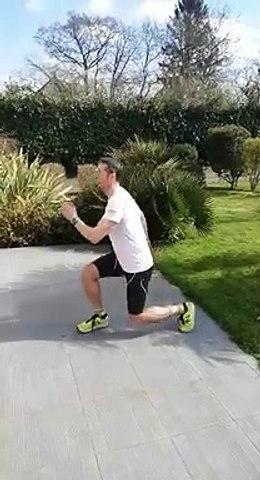Garde la forme avec ton AS et l'UNSS 5 : Lunge jumps (fentes sautées alternées)