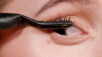We compared a heated eyelash curler to a regular eyelash curler to see which gives lashes the most lift