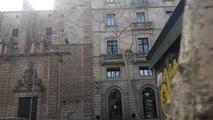 Toda la Rambla de Barcelona y plaza Catalunya, solitarias