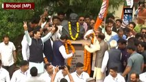 Shivraj Chouhan along with BJP leaders celebrate after Kamal Nath resigns