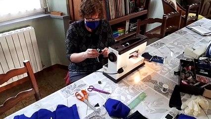 Vosges : elle fabrique des masques avec du tissu de la gendarmerie