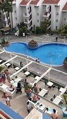 Espagne : La police interpelle une touriste qui s'est baignée dans la piscine de l'hôtel  !