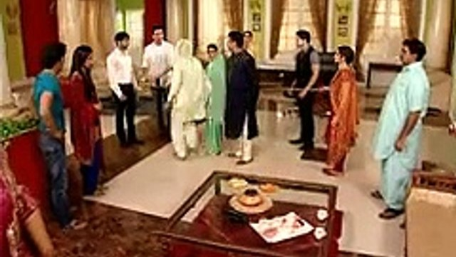 Geet Hui Sabse Parayi -   Beeji Gets Angry at Dev and Maan