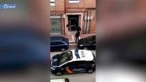 شرطي إسباني يصفع مواطناً على وجهه لمخالفته الحجر المنزلي (فيديو)