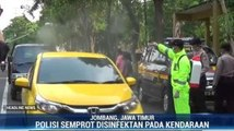 Polisi Semprot Disinfektan di Jalan Raya Jombang