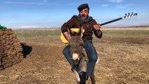 Koronavirüs türküsüne eşek üzerinde klip çeken ozan Arif Gülcani, zor anlar yaşadı