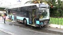 Fatih'te kontrolden çıkan otobüs tramvay yoluna girdi: Seferler durdu