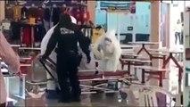 Con trajes especiales recogen a migrante enfermo en plaza comercial de Culiacán