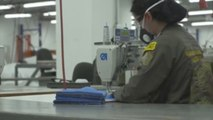 Exguerrilleros de FARC y soldados fabrican mascarillas contra COVID-19