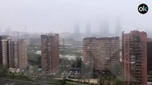 La nieve cae sobre Madrid en pleno confinamiento por coronavirus