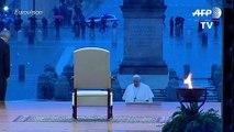 """El papa insta al mundo a """"remar juntos"""" contra la pandemia de coronavirus"""
