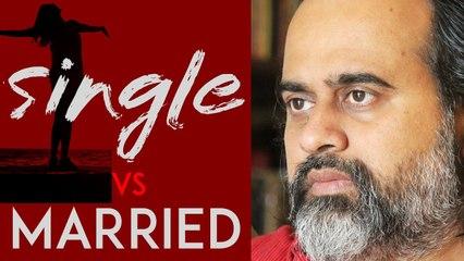Single women are happier than married ones? || Acharya Prashant (2020)
