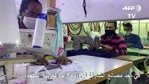 خياطون يجهدون لصناعة الأقنعة الواقية في الشارقة للتصدي لكورونا