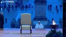 Francisco faz oração pelo fim da pandemia