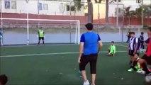 Ce jeune homme a une technique imparable pour marquer des penaltys