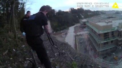 Trois policiers héroïques sauvent un homme suspendu dans le vide