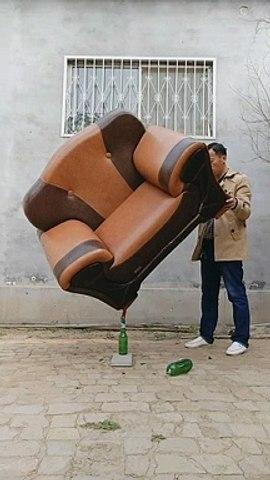 Thánh cân bằng đồ vật - cân bằng ghế - hài hước - thú vị - vui vẻ - funny | Godialy.com