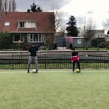 L'enchaînement ultra technique de Van Persie et de son fils