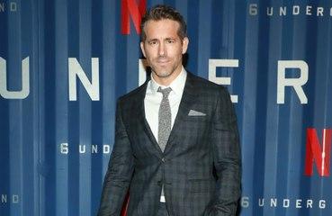 Confinement: Ryan Reynolds confie passer la majorité du temps à boire