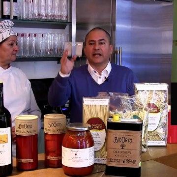 Findu Kocht im Restaurant die Serviette