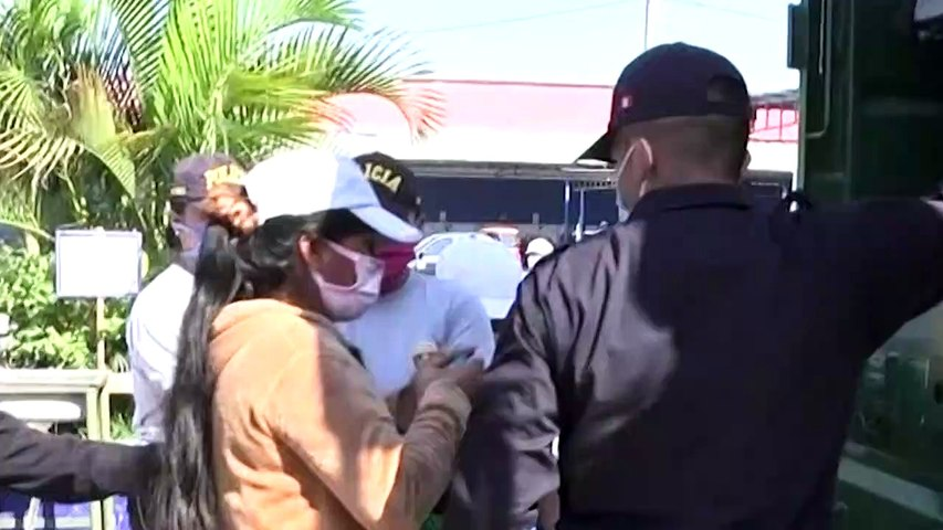 Coronovarus: Women arrested as Peru restricts movement by gender