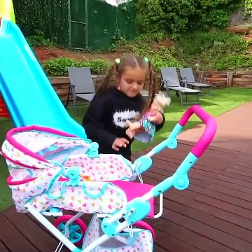 CLAUDIA PRETEND PLAY WITH BABY DOLLS AND ICE CREAM FOOD TRUCK, FUNNY TOYS