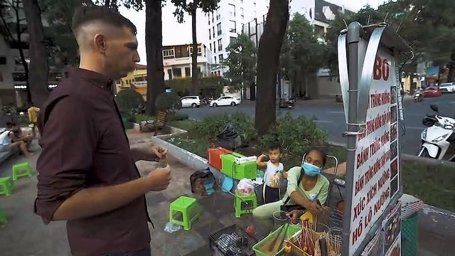 Saigon Street Food Vietnam 2020 - 4$ CHALLENGE What to eat at the Turtle Lake - Saigon life