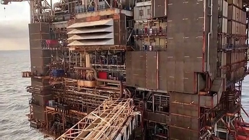 Offshore rig workers clap for NHS