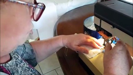 A Longuyon, Danielle Stritar réalise des blousses et des masques