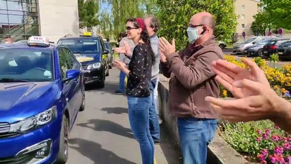 VIDÉO. Les taxis des Deux-Sèvres solidaires des personnels soignants.